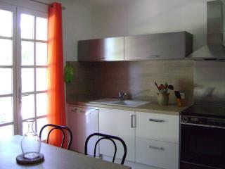 Nice Condo with Internet Access and Dishwasher - L'Isle-sur-la-Sorgue vacation rentals