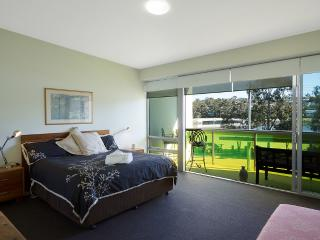 Merimbula Lakeside Fishpen large 2 story, 2 b/room - Merimbula vacation rentals