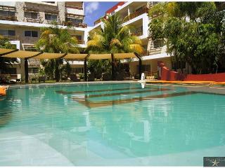 GREAT VIEW + OPEN AIR LIVING & DINING ROOM AREA + JACUZZI +VERY WELL LOCATED. - Playa del Carmen vacation rentals