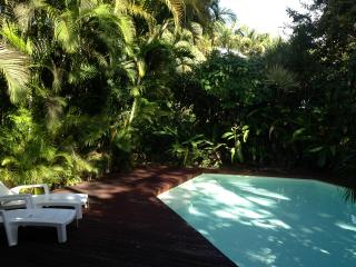 Villa de charme, pool and garden, on the beach ... - Sainte Rose vacation rentals