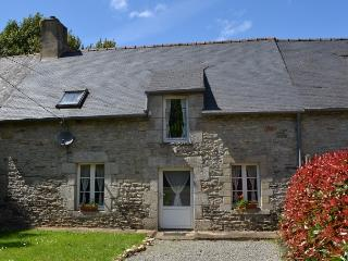 Pretty stone built rustic cottage near Josselin - Lantillac vacation rentals