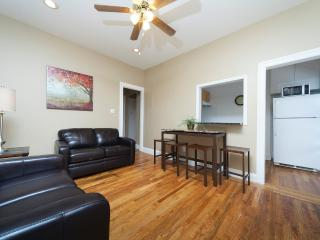 Sleeps 5! 2 Bed/1 Bath Apartment, , Awesome! (8492) - Sunnyside vacation rentals
