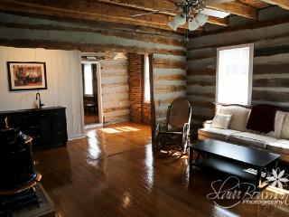 1834 Cabin, king bed, claw foot tub - Washington vacation rentals
