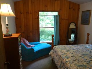 The Fox Den. Cool and Peaceful - Burnsville vacation rentals