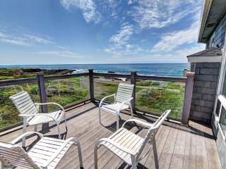 OceanFront Home Hot Tub Sleeps up to 16 - Yachats vacation rentals
