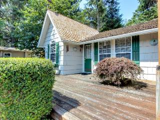 Cozy, dog-friendly cottage with hot tub, three blocks from beach - Cannon Beach vacation rentals