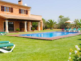 Bright Farmhouse Barn with Internet Access and A/C - Manacor vacation rentals