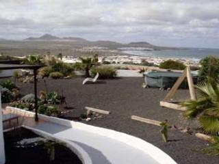 Perfect 2 bedroom House in Famara with Internet Access - Famara vacation rentals