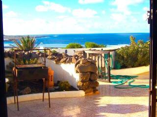 BUNGALOW WITH POOL SAMARCANDA IN FAMARA FOR 5P - Famara vacation rentals