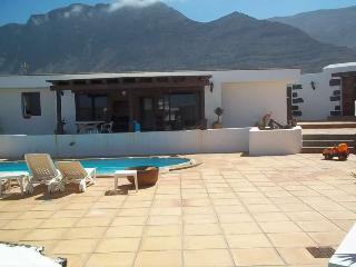 Nice 4 bedroom Famara House with Internet Access - Famara vacation rentals