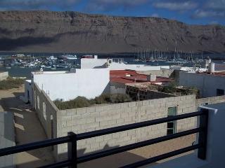 Sunny 2 bedroom Condo in Caleta de Sebo with Internet Access - Caleta de Sebo vacation rentals