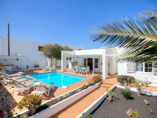 Beautiful 5 bedroom Villa in Puerto Del Carmen with Internet Access - Puerto Del Carmen vacation rentals