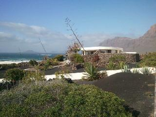 Perfect 3 bedroom Bungalow in Famara with Internet Access - Famara vacation rentals