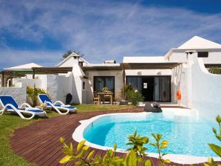 VILLA IZEMATU IN PLAYA BLANCA FOR 4P - Playa Blanca vacation rentals