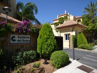 2 Bed Apartment Puerto Banus Cumbres del Rodeo - Puerto José Banús vacation rentals