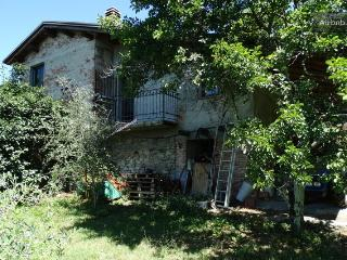 Bright 2 bedroom Bagnone House with Deck - Bagnone vacation rentals