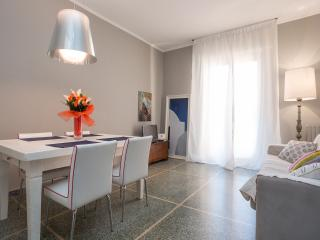 Sunny apartment with 2 bedrooms and 5 sleeps - Verona vacation rentals