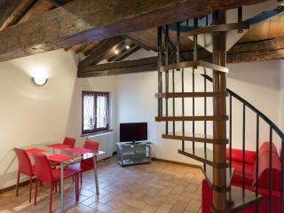 Characteristic apartment close to Castelvecchio - Verona vacation rentals