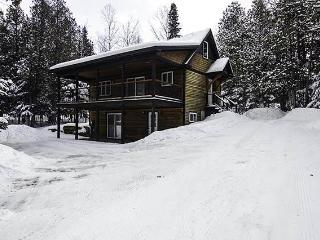 Cozy 2 bedroom Rangeley House with Deck - Rangeley vacation rentals
