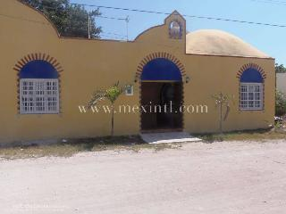 Beautiful 6 bedroom Villa in Progreso - Progreso vacation rentals