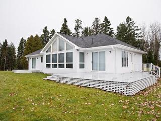 Cozy 2 bedroom Rangeley House with Microwave - Rangeley vacation rentals