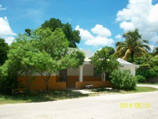 CLEAN RENTAL GREAT NEIGHBORHOOD IN IZAMAL, YUCATAN - Izamal vacation rentals