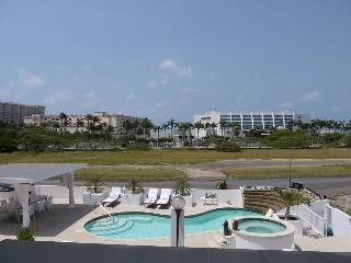 MODERN WORLD ARUBA PALM BEACH The Penthouse Suite - Sierra Nevada vacation rentals