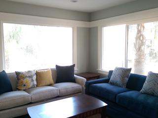 East Village Suite w wash/dry - Long Beach vacation rentals