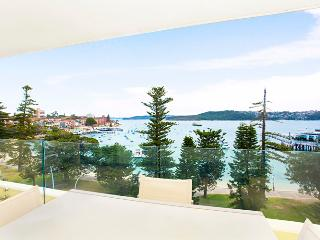 MAN29- Beautiful 2 bedroom overlooking Manly Ocean - Manly vacation rentals