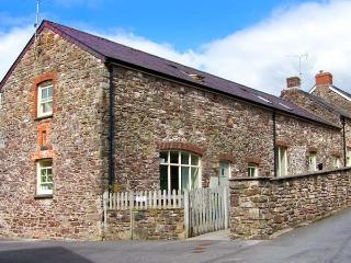 SWALLOW COTTAGE, pet-friendly, near the coast, enclosed gardens, homely cottage - Laugharne vacation rentals