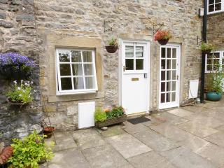 MILL APARTMENT, two-storey apartment in Grade II listed former mill, views of countryside and river, pet-friendly, in Airton, Ref 28394 - Malham vacation rentals