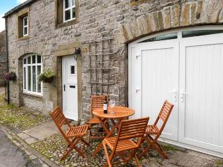 THE STABLES, pet-friendly cottage with Jacuzzi bath, great views, patio in - Horton-in-ribblesdale vacation rentals