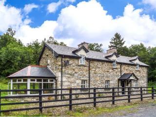 BRAMBLE LODGE, close to River Shannon, woodburner, pet-friendly detached cottage near Leitrim, Ref. 916117 - Leitrim vacation rentals