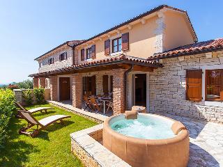 2 bedroom Villa with Internet Access in Sveti Lovrec - Sveti Lovrec vacation rentals