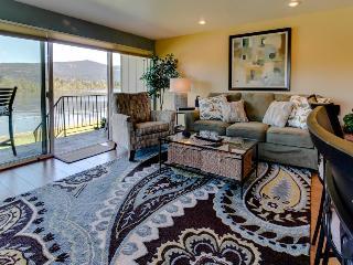 Romantic waterfront getaway with boat slip, bikes & tennis! - Sandpoint vacation rentals