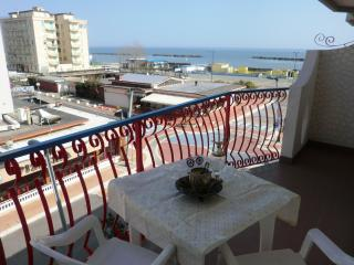 Bright Apartment in Lido di Pomposa with A/C, sleeps 7 - Lido di Pomposa vacation rentals