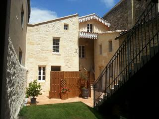 2-4 people Guest House with terrace in St Emilion - Les Leves-et-Thoumeyragues vacation rentals