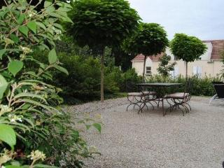 Nice Villa with Internet Access and Outdoor Dining Area - Antony vacation rentals
