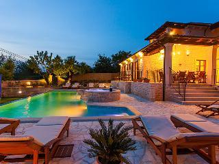 5 bedroom Villa with Internet Access in Sveti Lovrec - Sveti Lovrec vacation rentals