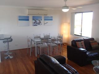Comfortable 3 bedroom Mullaloo House with Internet Access - Mullaloo vacation rentals