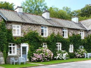 GREENHOWES, pet-friendly cottage with WiFI and fire, share grounds inc. heated pool, in Graythwaite, Ref. 914059 - Hawkshead vacation rentals