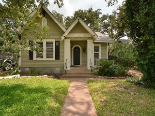 2BR/2BA Modern Prime Downtown Austin Home w/ Separate Game House - Austin vacation rentals