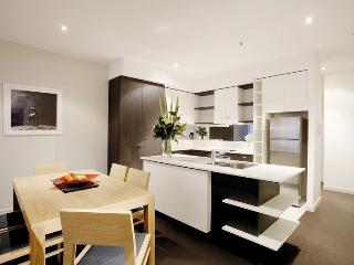 Spacious 2Bedroom, 2Bathroom Apartment inc WIFI - Melbourne vacation rentals