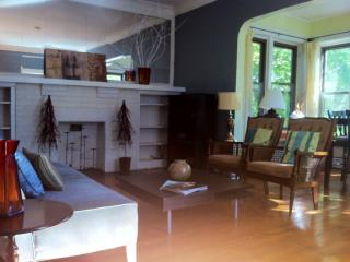 Loyola 3 Bedroom Private, Large and Bright Unit - Chicago vacation rentals