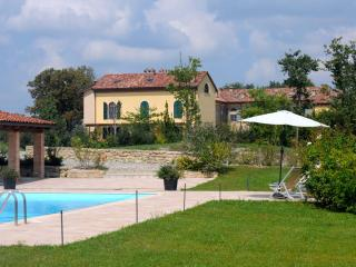 Monferrato: Apartment in a converted farmhouse - Frassinello Monferrato vacation rentals