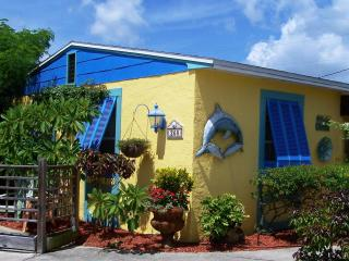 Unique, Guest Cottage, private, adorable and cozy. - Cocoa Beach vacation rentals