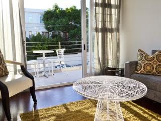 100% Cape Town Apartment in Green Point - Sea Point vacation rentals