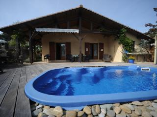 Nice Villa with Deck and Internet Access - Messanges vacation rentals