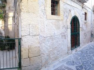appartment with roman well and tiny garden - Syracuse vacation rentals
