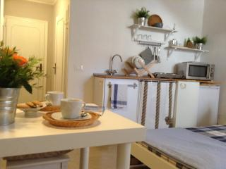 AUNT OLIMPIA STUDIO WIFI/AC IN VENICE HEART - City of Venice vacation rentals